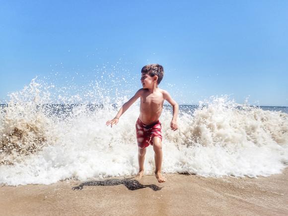 Je fais comment quand il ne veut pas se baigner à la mer ?